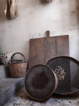 Beautiful Objects in the One Euro House
