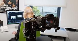 Unsere Sony A7III im Einsatz auf unserem voll automatisierten Slider von Edelkrone. Hier bei einem Test in unserer Agentur in Bielefeld.