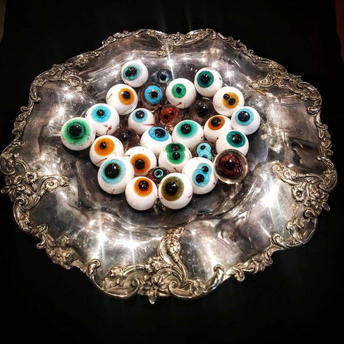 Eyeconography of Pathos and Pathology, glass and metal, d: 32cm, 2019.