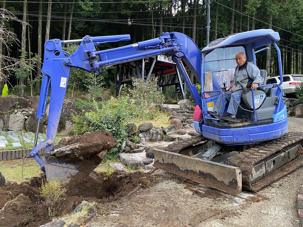 しだれ桜の樹木葬の入り口のバリアフリー工事