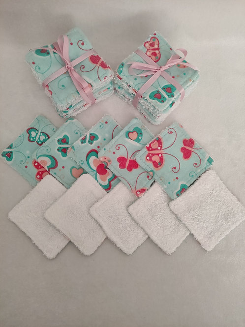 Set of 10 cotton and bamboo make up remover wipes.