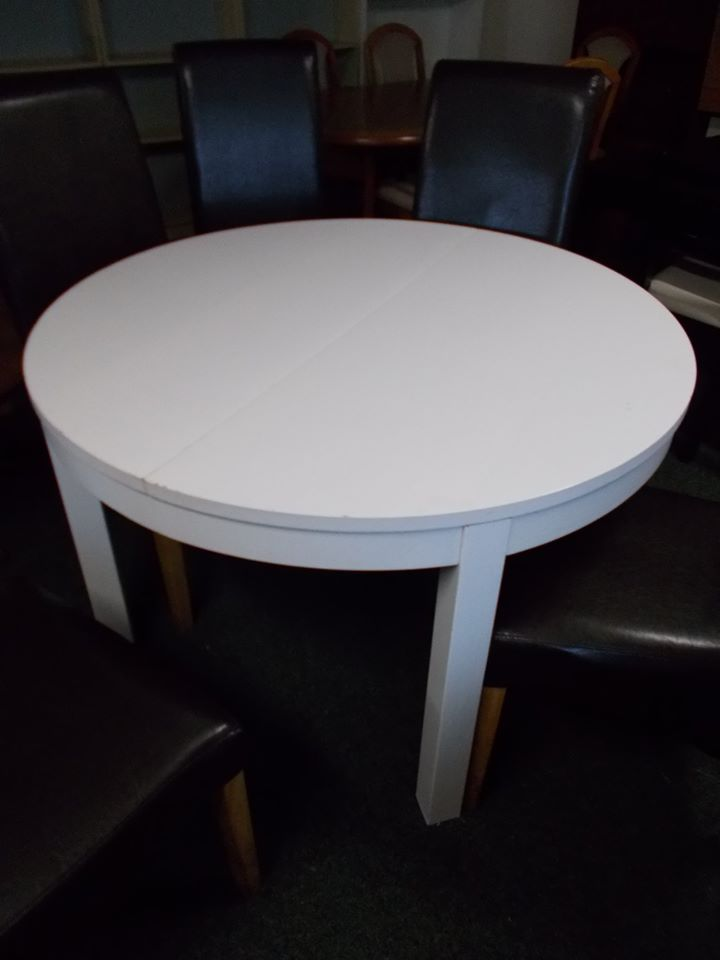 EXTENDING WHITE TABLE £45
