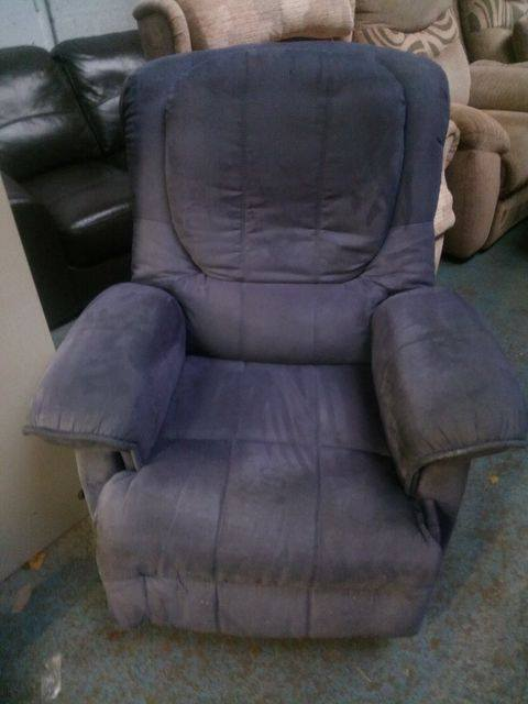 MANUAL RECLINER CHAIR £45