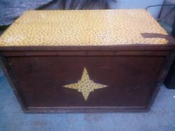 LARGE WOODEN STORAGE BOX £25