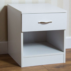1 DRAWER BEDSIDE WHITE FLAT PACKED AND BOXED £15