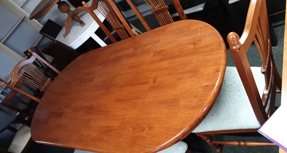 TABLE AND 6 CHAIRS £120