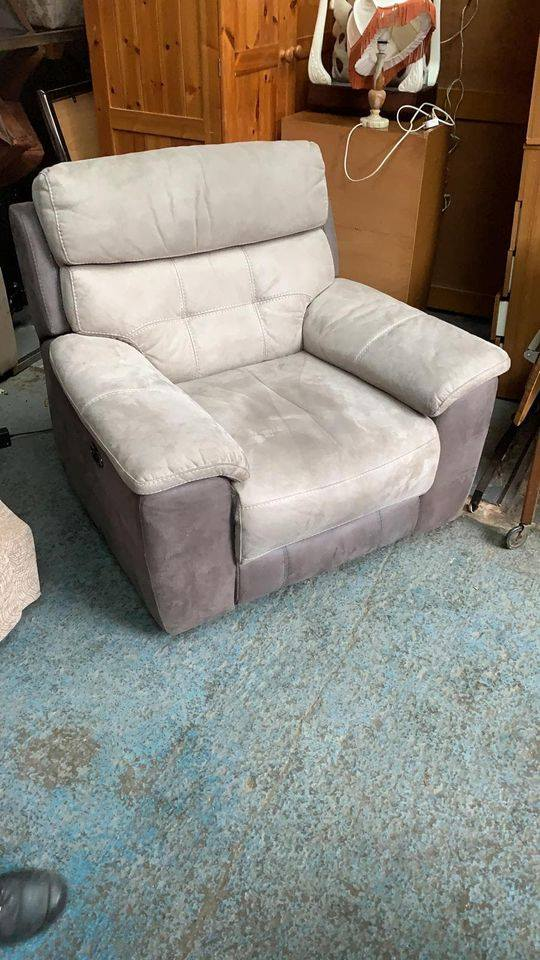 GREY ELECTRIC RECLINER £65
