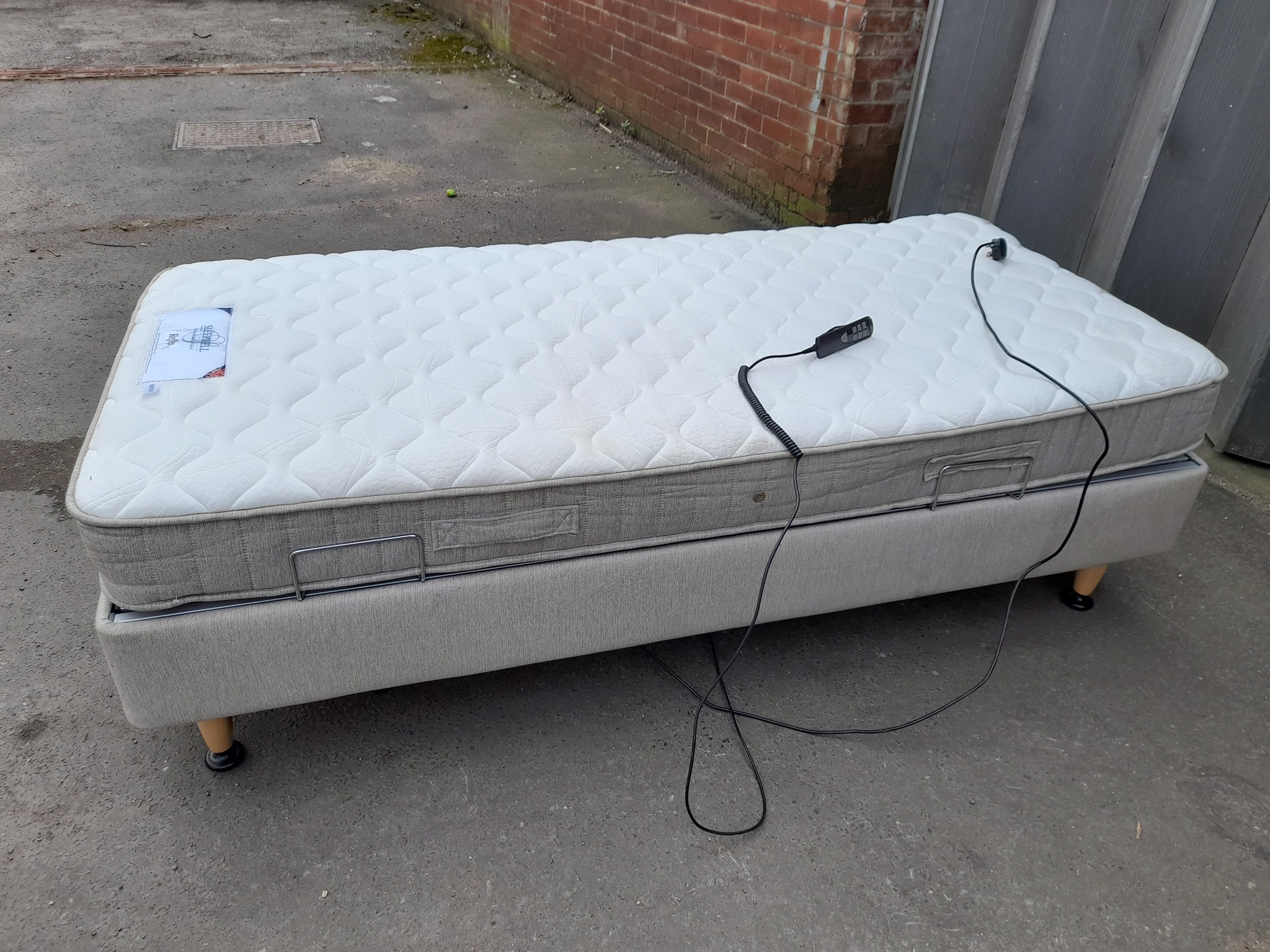 SINGLE ELECTRIC BED £120