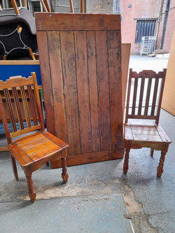 SOLID WOOD TABLE AND SIX CHAIRS £120