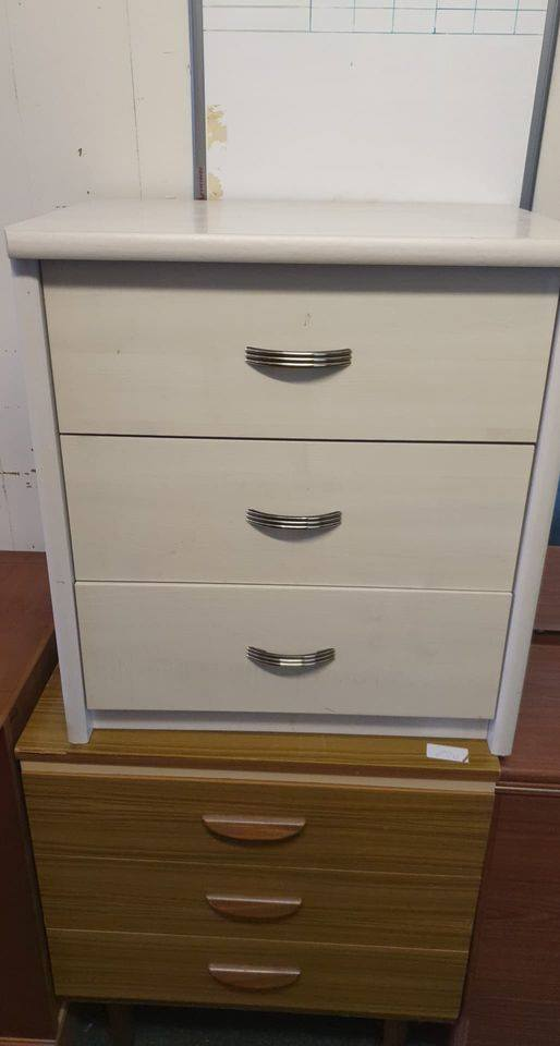 SMALL WHITE DRAWERS £25