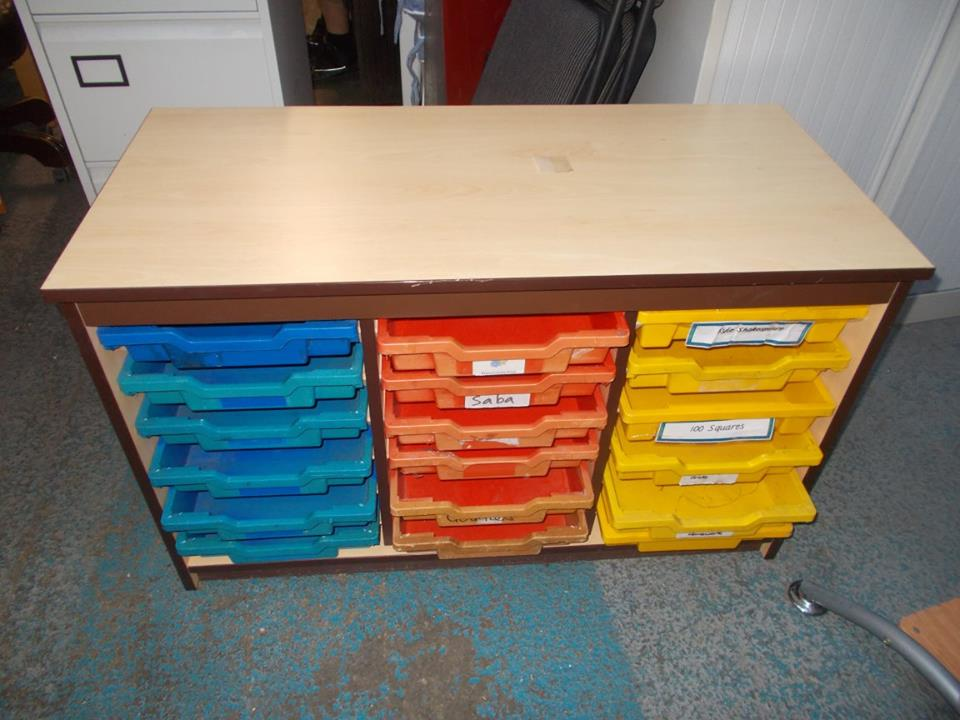 UNIT WITH TRAYS IN £60