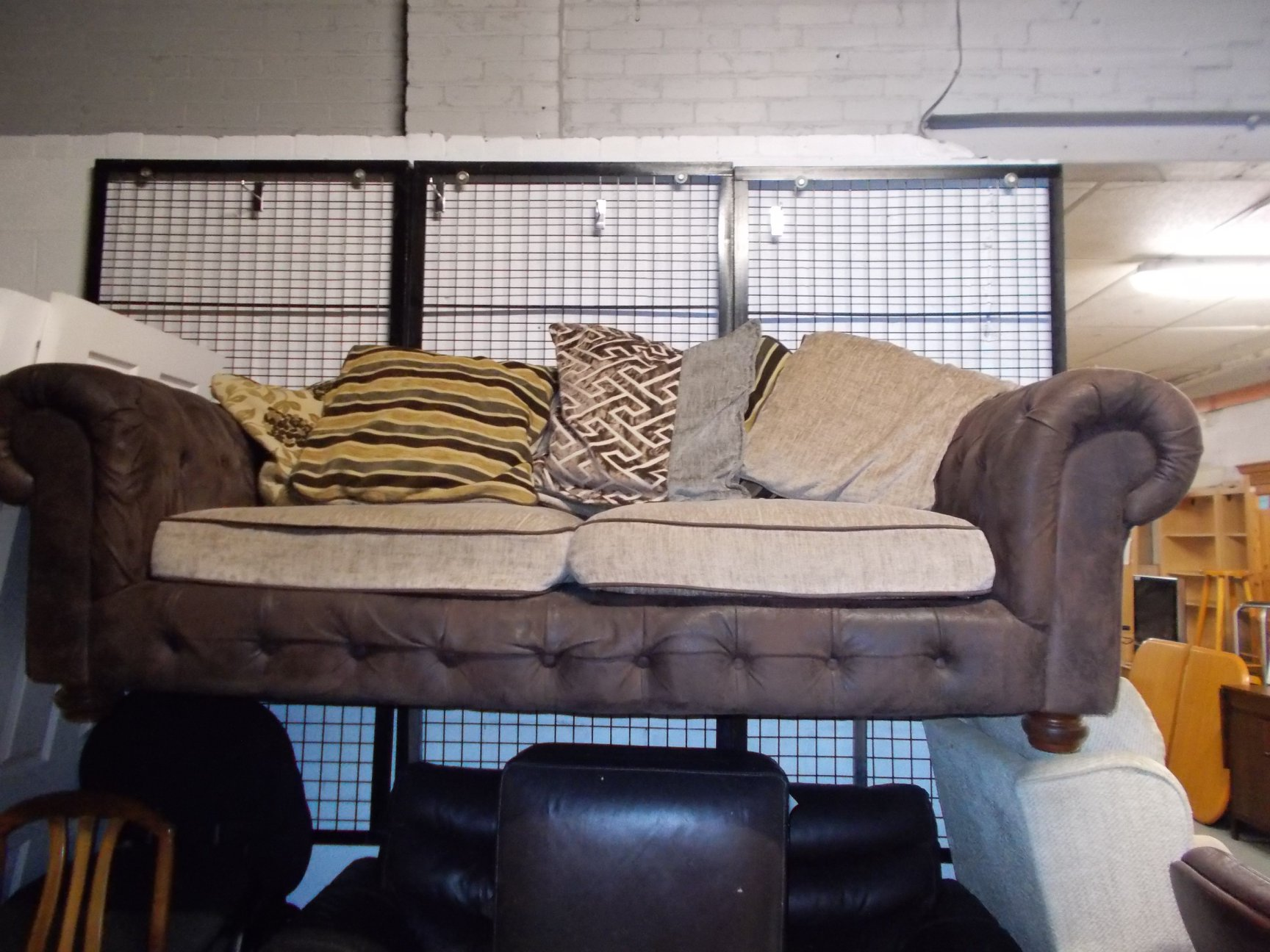 """CHESTERFIELD STYLE SOFA 82"""" WIDE £85"""
