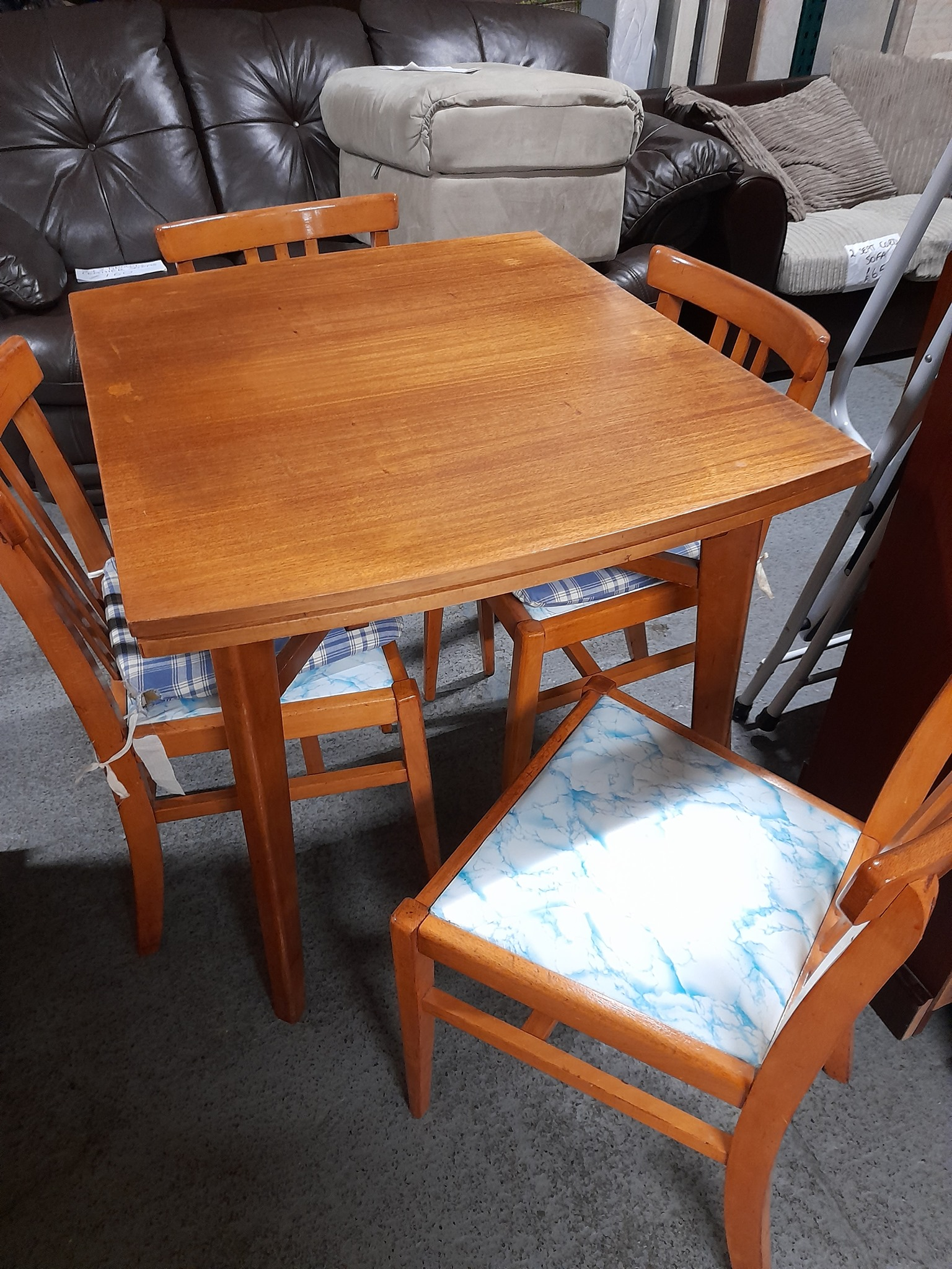 XTENDING TABLE AND FOUR CHAIRS £95