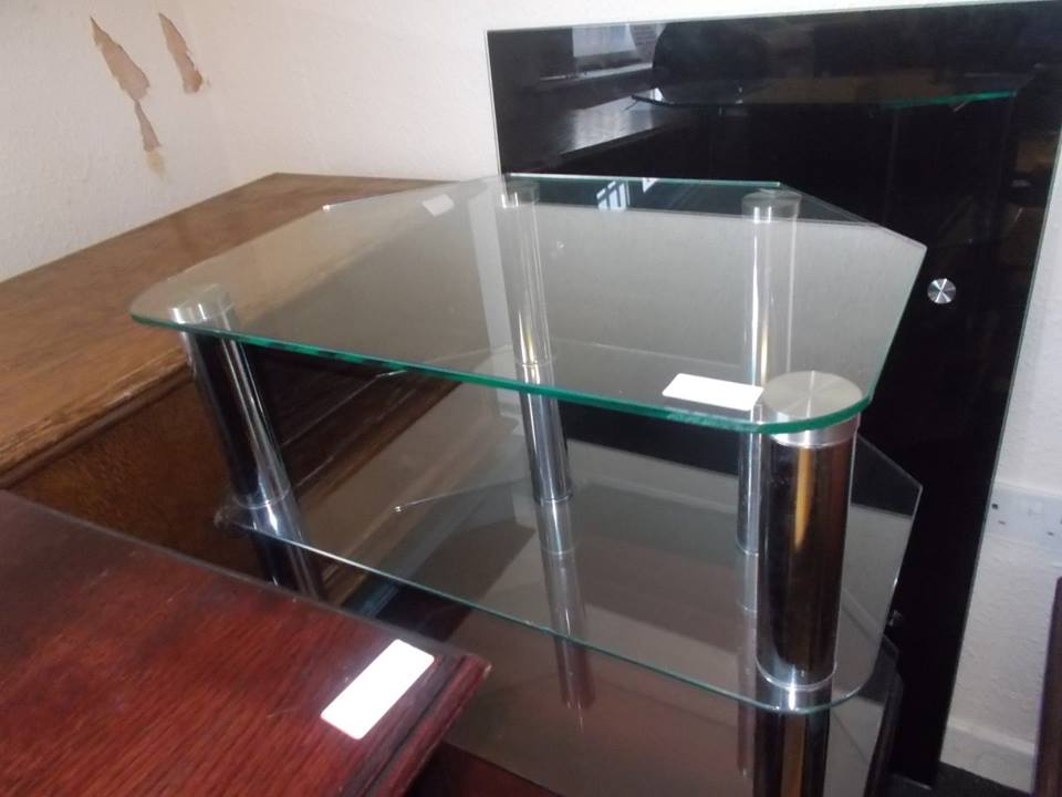 GLASS TV UNIT £15