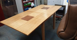 EXTENDING DINING TABLE £65