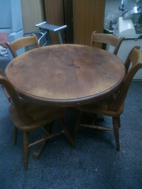 OVAL TABLE AND 4 CHAIRS £95