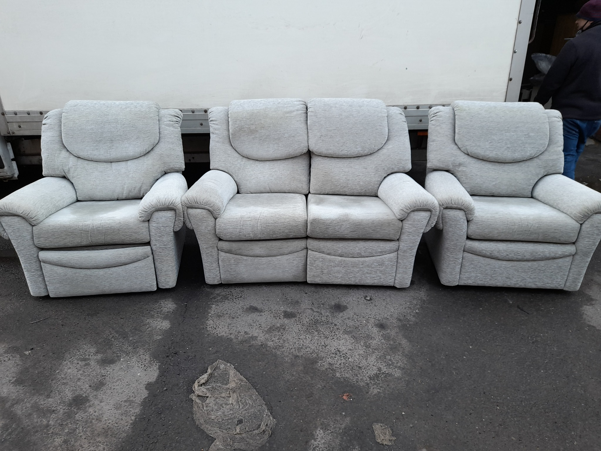 G PLAN HALF RECLINER SET £180