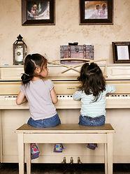 Girls-at-the-piano-3.jpg