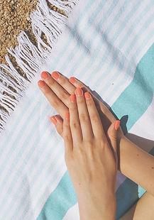 Nails%20on%20a%20beach_edited.jpg