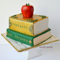Congratulations on your graduation Chinasa! #3D #book #graduation #georgemason #wiltoncakes #fondantapple