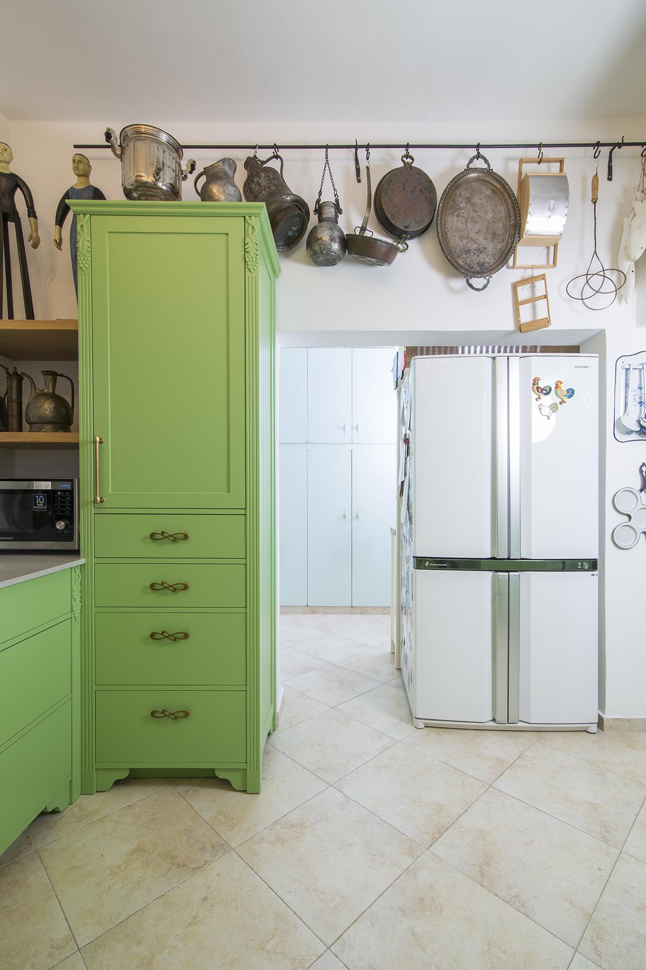 ארון גבוה במטבח
