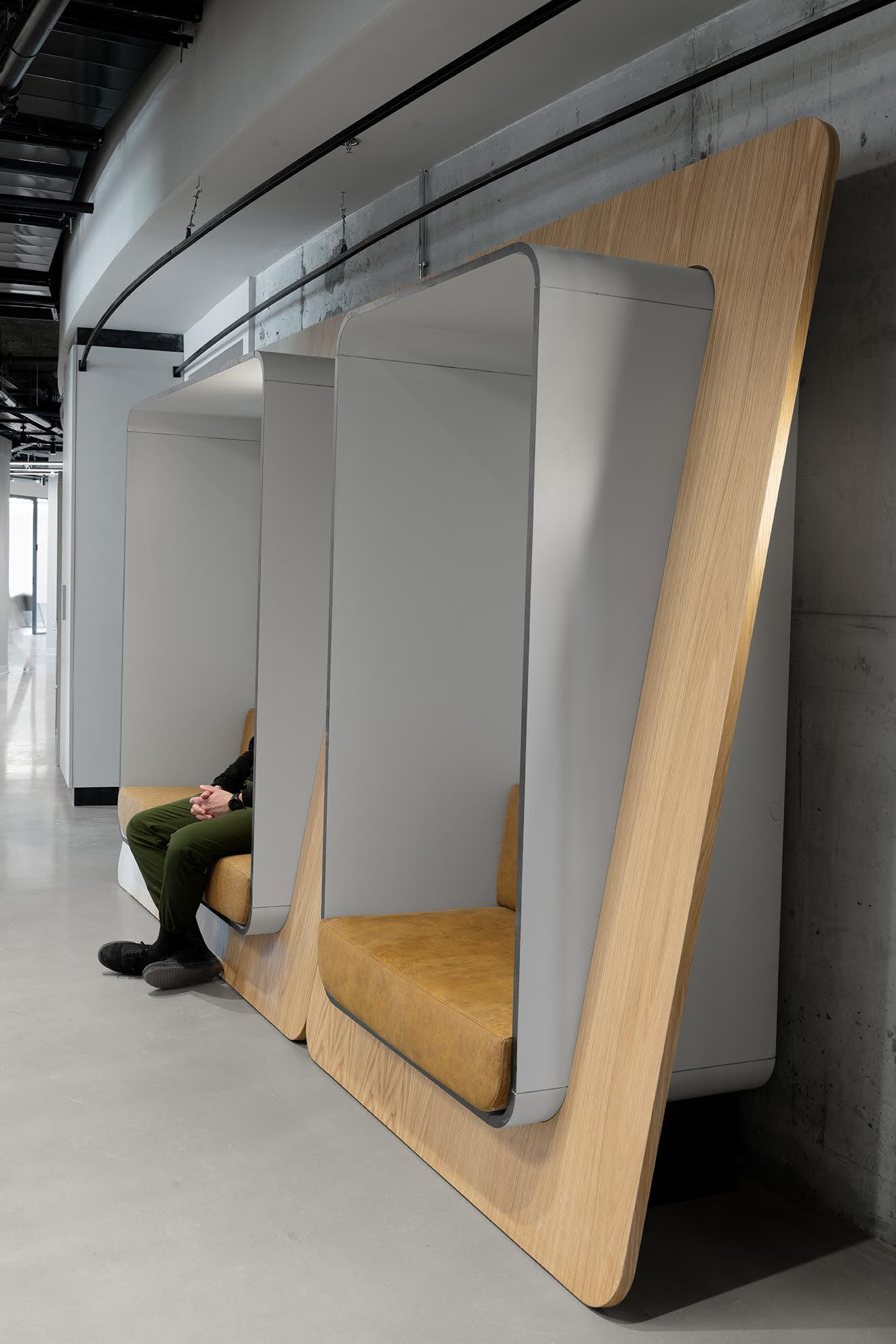 תאי ישיבה במשרד