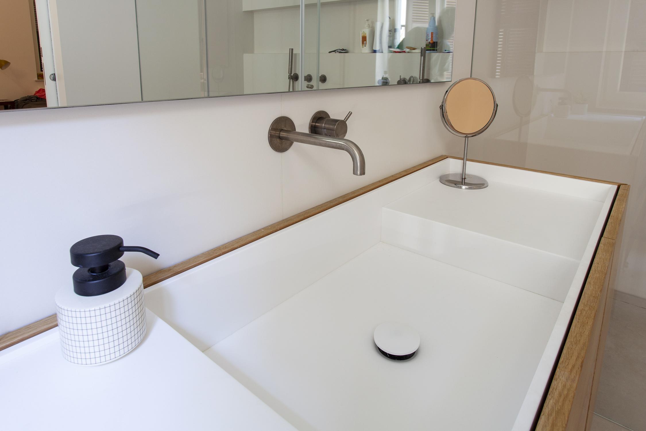 שידת אמבטיה