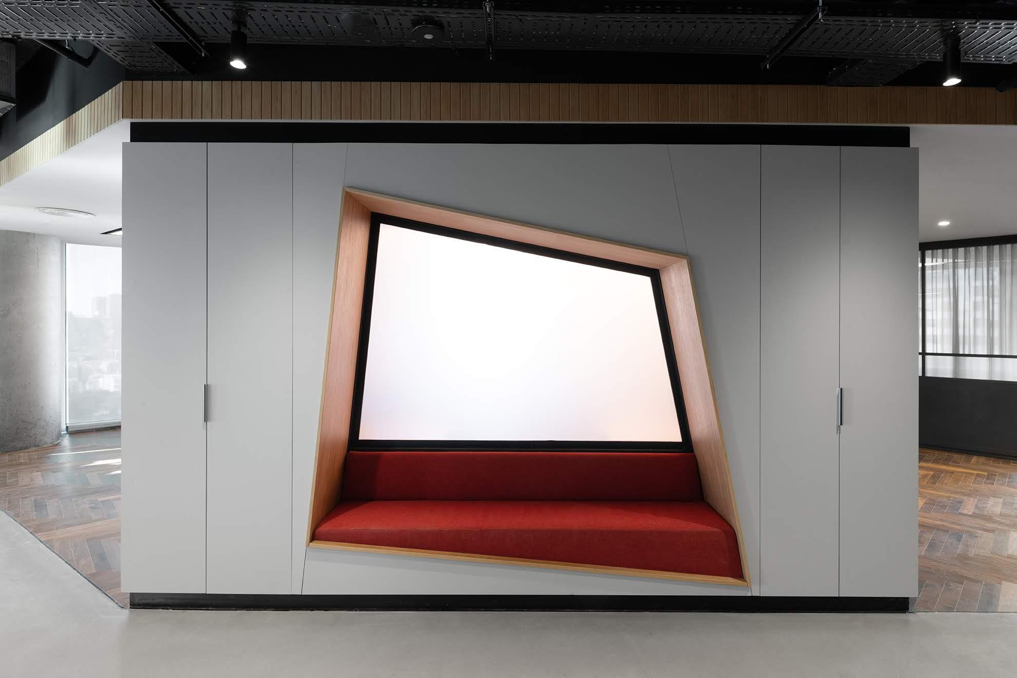 ארון משולב תא ישיבה