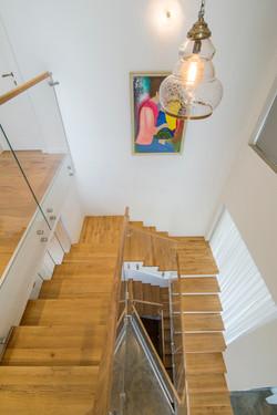 בית בקיסריה | מדרגות