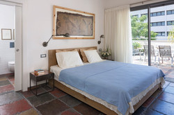מיטה מעץ אלון מבוקע