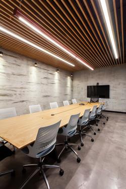 שולחן ישיבות במשרד
