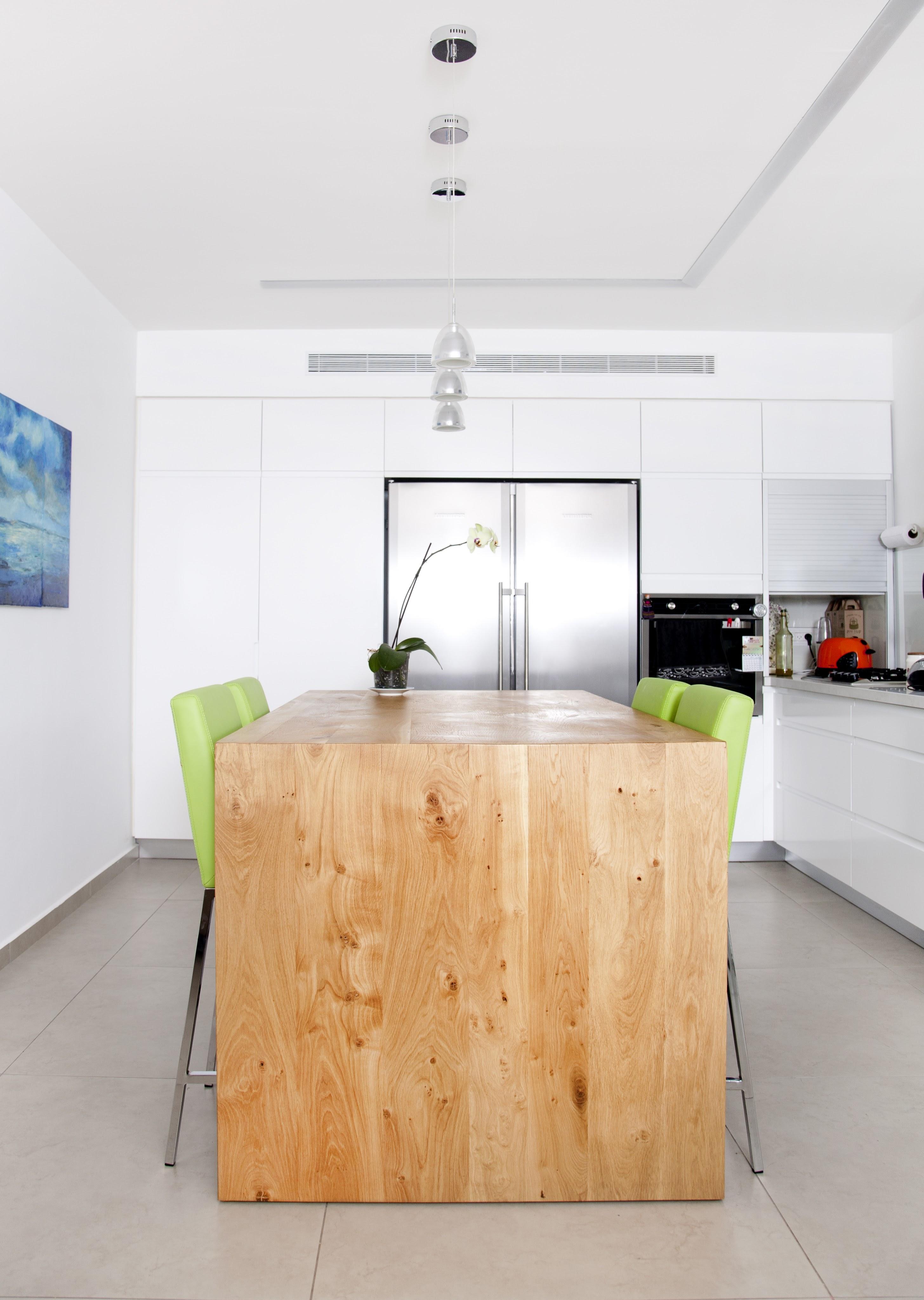 אי מטבח מעץ