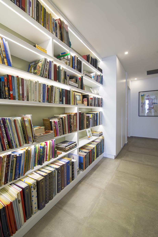 ספריה במסדרון - יוניק דברים מיוחדים (2).