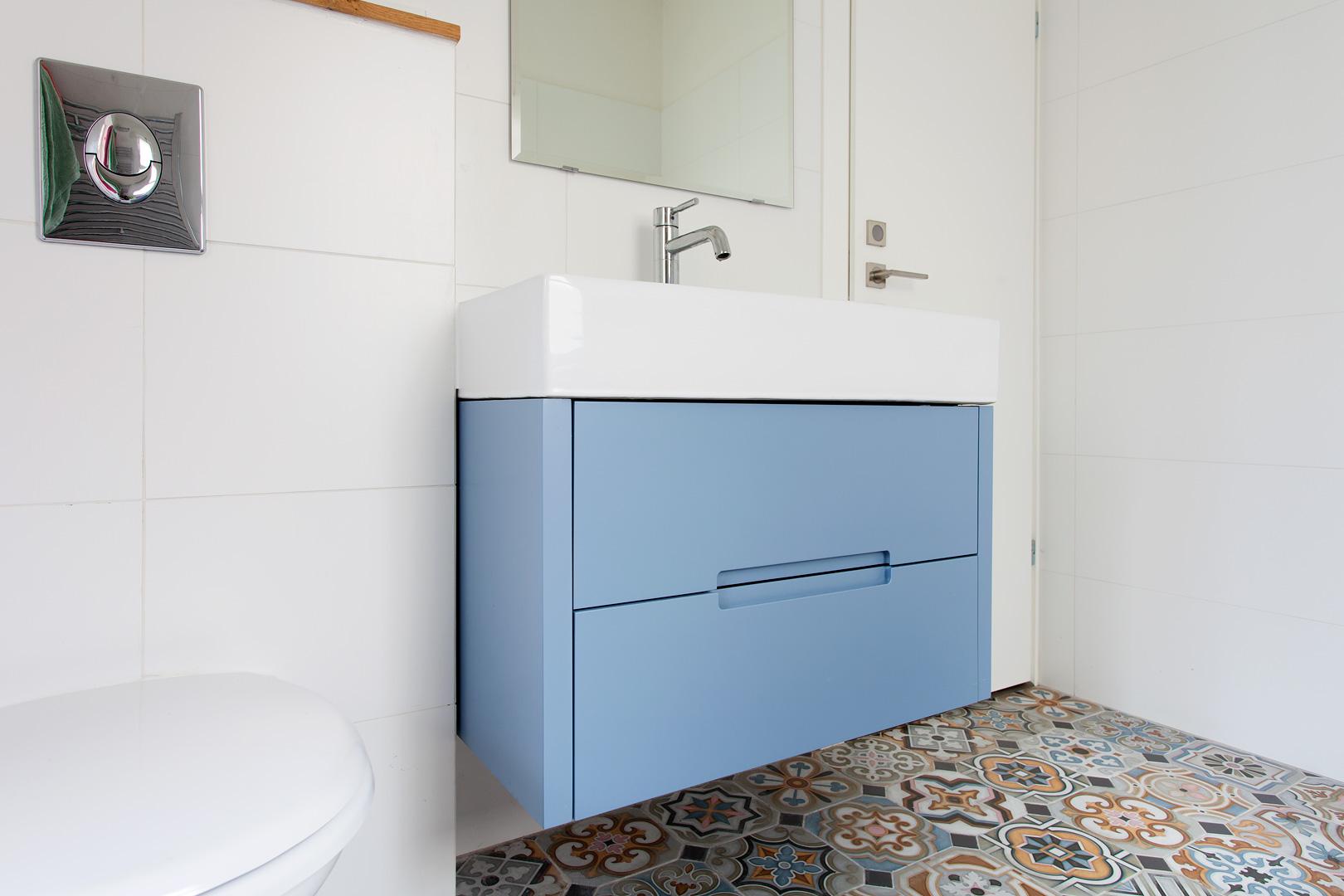 שידת אמבטיה צבועה 2 - יוניק דברים מיוחדים