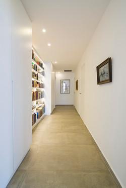ספריה במסדרון - יוניק דברים מיוחדים (1).