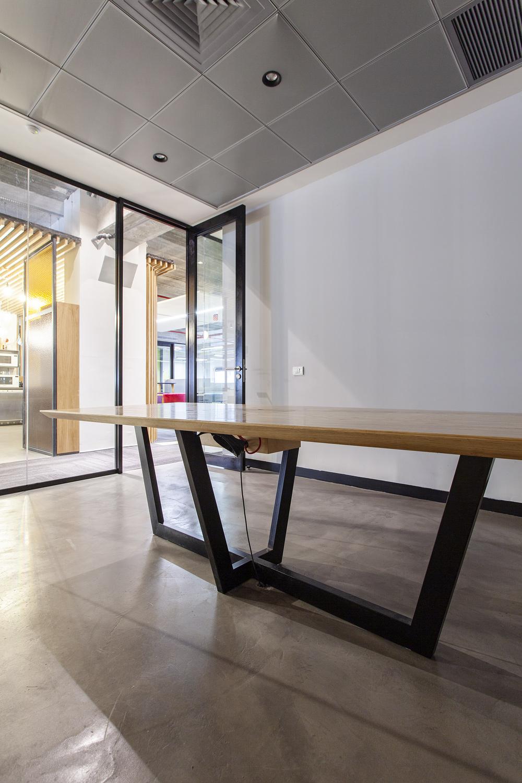 שולחן ישיבות רגל ברזל