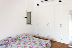 ארון בחדר השינה