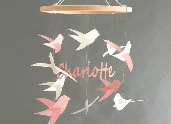 Mobile bébé personnalisable Oiseaux et prénom sur cercle en bois