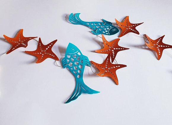 Guirlande et ses poissons et étoiles de mer en papier cartonné recyclé