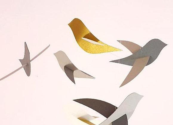 Mobile 6 oiseaux or et gris sur cercle en bois 20x70cm