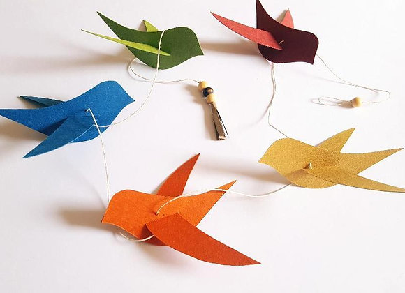 La guirlande des oiseaux en papier cartonné recyclé