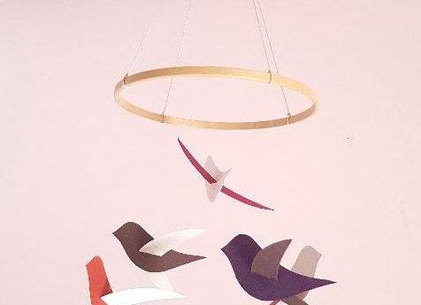 Mobile bébé -  6 oiseaux tons rose cercle en bois