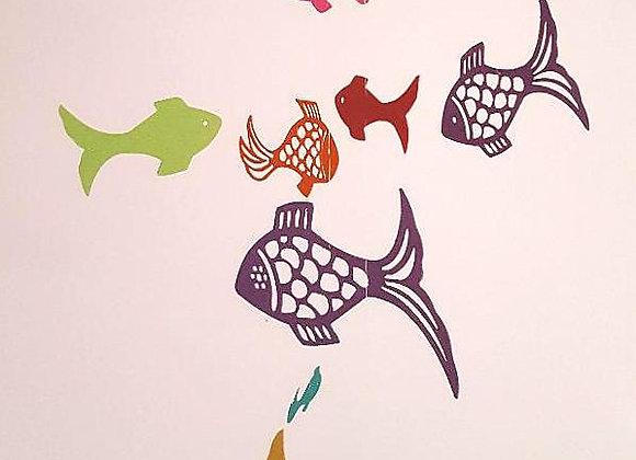 Mobile et ses poissons en papier recyclé et cercle en bois