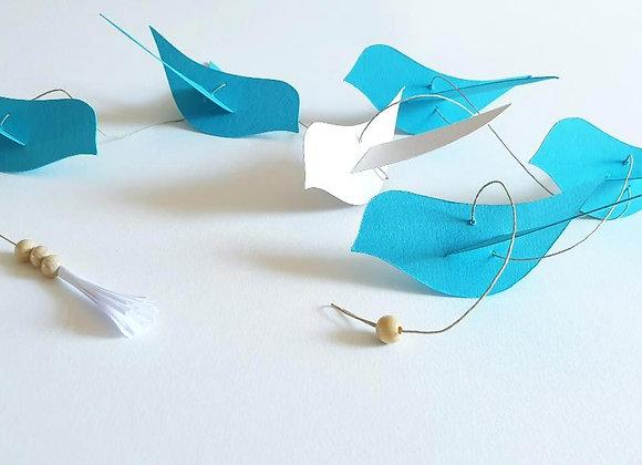 Guirlande en papier cartonné recyclé et ses oiseaux Ivoire et Bleu