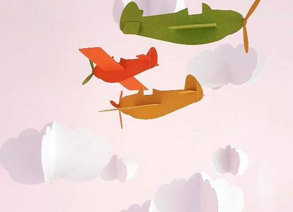Mobile avions colorés et nuages blanc en papier cartonné recyclé