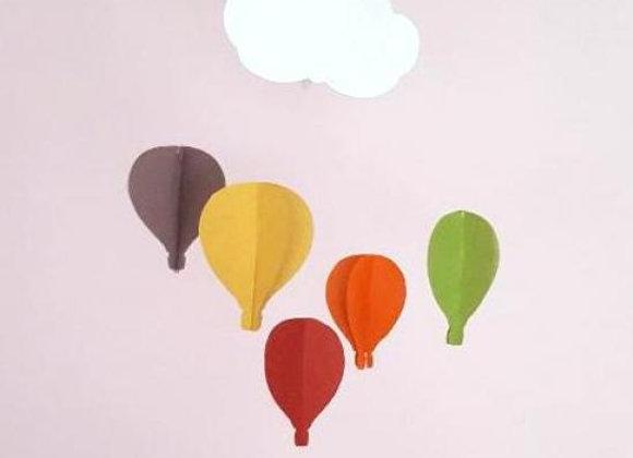 Mobile et ses 5 Montgolfières et nuage en papier cartonné recycle et cercle bois
