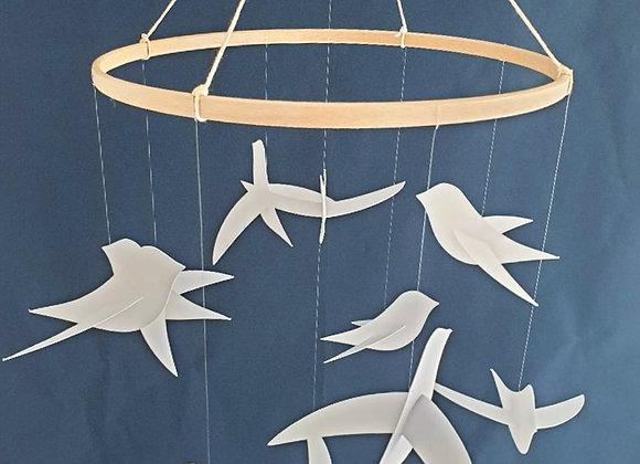 Mobile pour bébé - 10 oiseaux blancs et cercle en bois