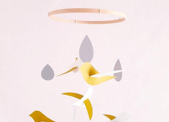 Mobile bébé - 5 Oiseaux crème/or et ses gouttes argentées sur cercle bois,