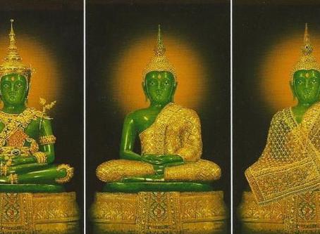 COSTUME CHANGE EMERALD BUDDHA TEMPLE BANGKOK