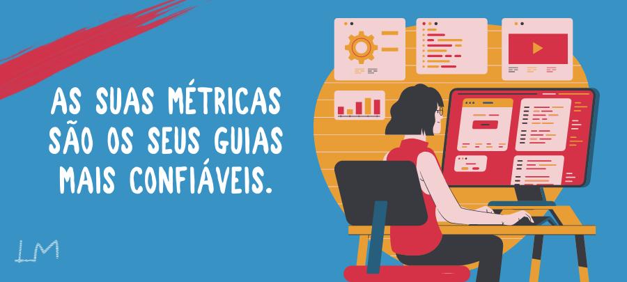 Banner com ilustração de uma mulher no computador administrando seu site e os dizeres: AS MÉTRICAS SÃO SEUS GUIAS MAIS CONFIÁVEIS.